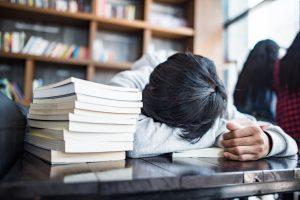 اهمیت تنظیم خواب برای کنکور