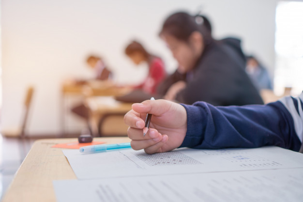 مطالعه تستی یا تشریحی در دوران جمع بندی نیمسال اول